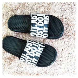 Men's Size 9 Nike Slides